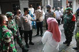 Menggunakan Motor, Pangdam dan Kapolda Jatim Cek Penanganan Pasien Covid di Kabupaten Gresik
